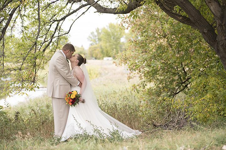 Fall wedding kiss.
